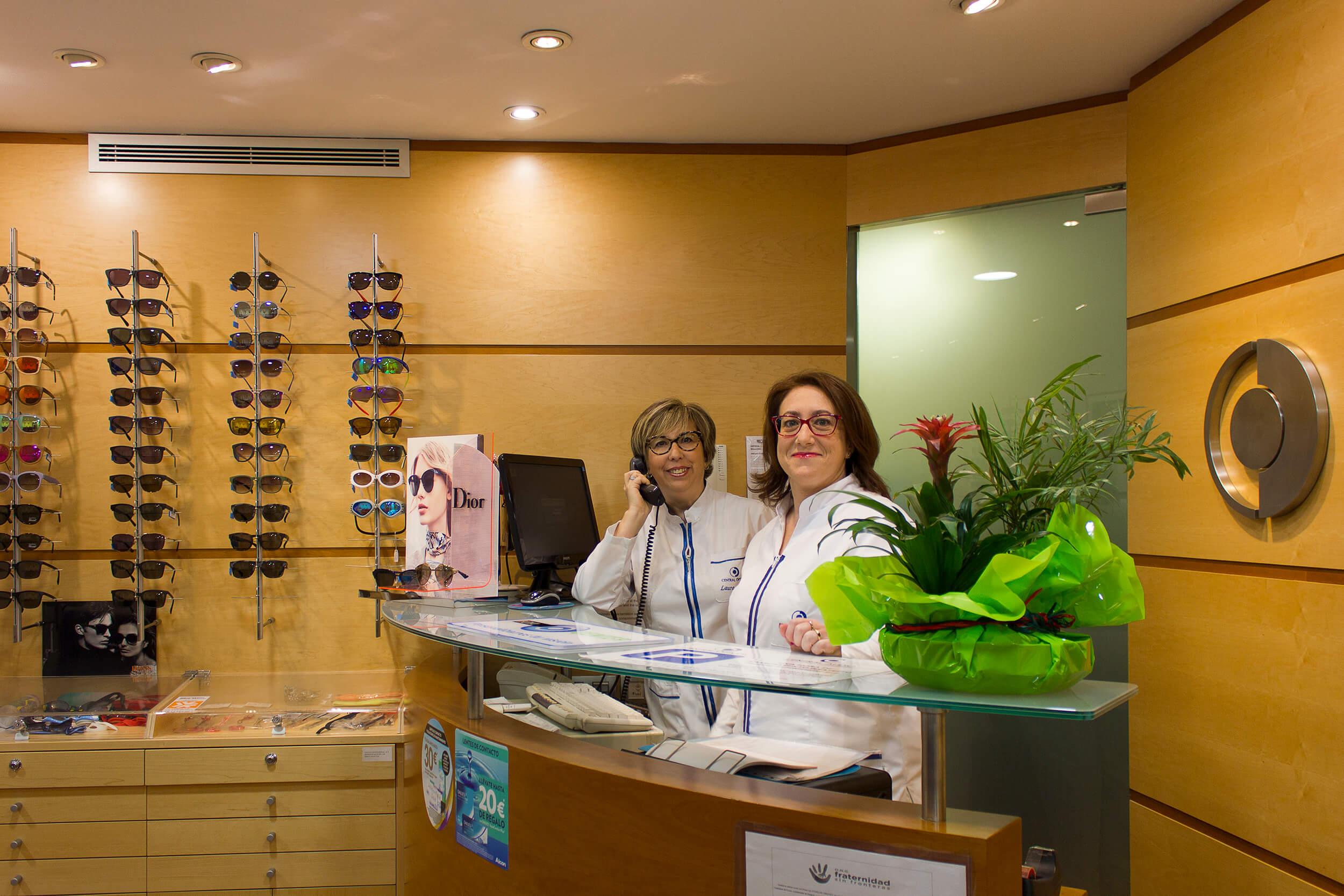 Contacta con Central Ópticos