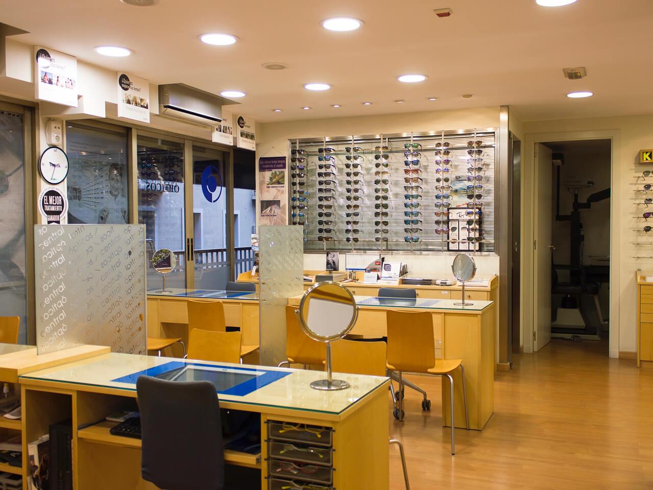 Mesas para probar gafas Central Ópticos
